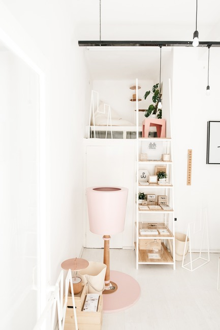 Dossier de presse | 2498-01 - Communiqué de presse | Small Studio With Great Love For Design - –Love, Ana. design studio - Lifestyle - Entrance: stairway that also serves as a display point, leads the way to a small gallery space upstairs - Crédit photo : Mateja Vrckovic