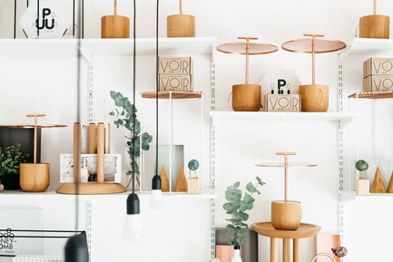 Dossier de presse | 2498-01 - Communiqué de presse | Small Studio With Great Love For Design - –Love, Ana. design studio - Lifestyle - Studio detail: Traveller Portable lamp display - Crédit photo : Mateja Vrckovic