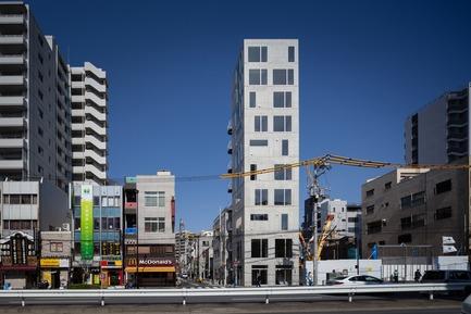 Dossier de presse | 809-21 - Communiqué de presse | AZURE Reveals the Winners of the 2017 AZ Awards - AZURE - Concours - Tatsumi Apartment House, Tokyo, Japan<br>Hiroyuki Ito Architects, Tokyo, Japan<br>Best Residential Architecture, Multi-Unit - 2017 AZ Awards  - Crédit photo : AZURE