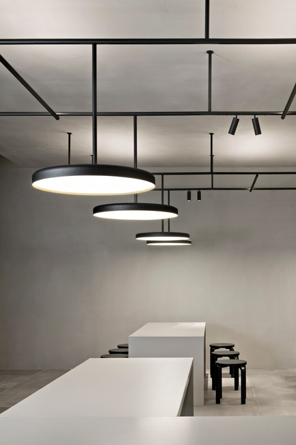 Press kit | 809-21 - Press release | AZURE Reveals the Winners of the 2017 AZ Awards - AZURE - Competition - Infra-Structure designed by Vincent Van Duysen, Antwerp, Belgium<br>Manufacturer: Flos, Brescia, Italy<br>Best Lighting Fixtures - 2017 AZ Awards - Photo credit: AZURE