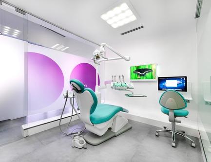 Press kit | 2706-01 - Press release | K-Life - Porcelanosa - Produit -  Cabinet de dentiste en Krion®  - Photo credit: Porcelanosa