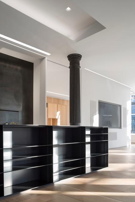 Dossier de presse | 2257-02 - Communiqué de presse | Photographer's Loft - Desai Chia Architecture PC - Residential Interior Design - Kitchen detail. - Crédit photo : Paul Warchol