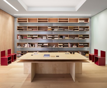 Dossier de presse | 2257-02 - Communiqué de presse | Photographer's Loft - Desai Chia Architecture PC - Residential Interior Design - Library. - Crédit photo : Paul Warchol