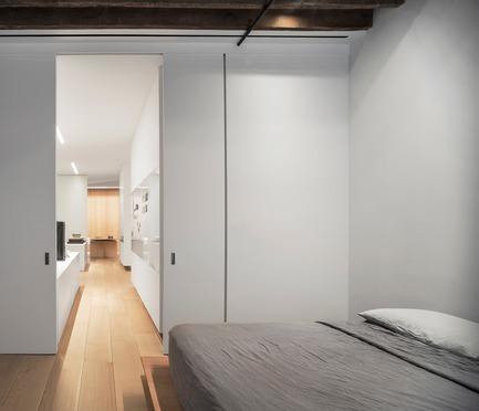 Dossier de presse | 2257-02 - Communiqué de presse | Photographer's Loft - Desai Chia Architecture PC - Residential Interior Design - Master bedroom. - Crédit photo : Paul Warchol