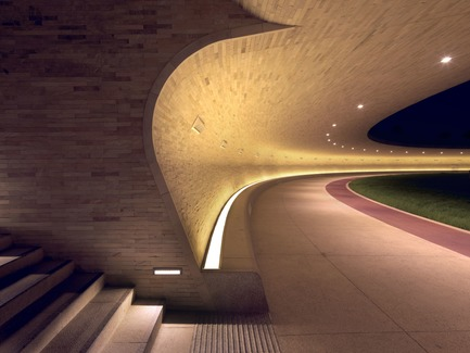 Dossier de presse | 2404-02 - Communiqué de presse | Oxygen Park, Education City, Doha - Qatar Foundation, AECOM - Institutional Architecture - Covered Walkway - Entrance Stair - Crédit photo : Markus Elblaus