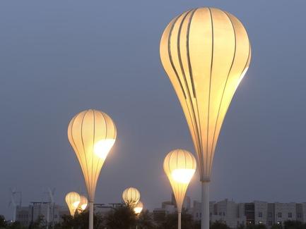 Dossier de presse | 2404-02 - Communiqué de presse | Oxygen Park, Education City, Doha - Qatar Foundation, AECOM - Institutional Architecture -  Balloon Lights - Crédit photo : Markus Elblaus