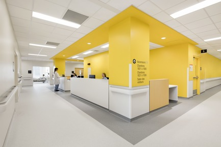 Press kit | 1387-03 - Press release | The New CHUM, Largest Healthcare Construction Project in North America, Opens its Doors - CannonDesign + NEUF architect(e)s - Institutional Architecture - Nurse station - Photo credit: Adrien Williams