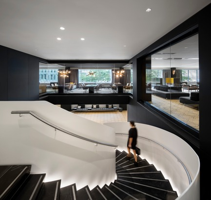 Dossier de presse | 1303-04 - Communiqué de presse | The Transformation of Fairmont The Queen Elizabeth Hotel, as Seen by its Designers - Sid Lee Architecture - Commercial Interior Design -  SCULPTURAL STAIRCASE TO PREFUNCTION - 2ND FLOOR  - Crédit photo : STÉHANE BRUGGER