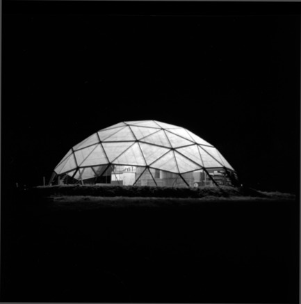 Press kit | 748-32 - Press release | Montréal's Geodesic Dreams: Exhibition at UQAM Centre de Design - Centre de design de l'UQAM - Event + Exhibition - Jeffrey Lindsay, Hackney, 1953 - Photo credit:  Copyright : Fonds Jeffrey Lindsay, Archives d'architecture canadienne, Université de Calgary.