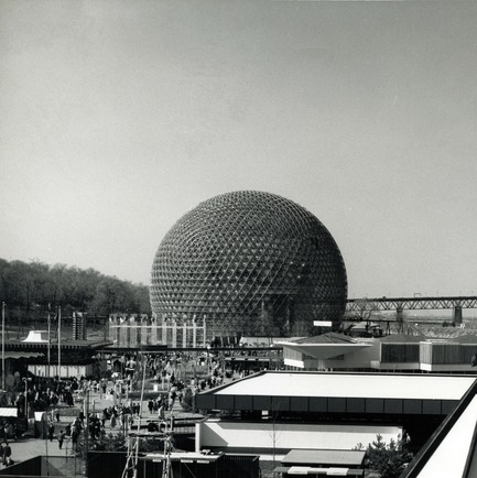 Press kit | 748-32 - Press release | Montréal et le rêve géodésique : exposition au Centre de design de l'UQAM - Centre de design de l'UQAM - Event + Exhibition - American pavilion - Expo 67 in Montreal - designed by R. Buckminster Fuller and Shoji Sadao - Photo credit:  Copyright : Fonds Jeffrey Lindsay, Archives d'architecture canadienne, Université de Calgary.