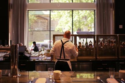 Dossier de presse | 1303-04 - Communiqué de presse | The Transformation of Fairmont The Queen Elizabeth Hotel, as Seen by its Designers - Sid Lee Architecture - Design d'intérieur commercial - RESTAURANT ROSÉLYS - Crédit photo : SID LEE ARCHITECTURE (CARL ANTONYN DUFAULT)