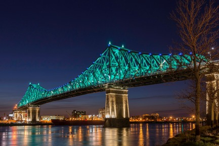 Press kit | 1089-02 - Press release | Illumination du pont Jacques-Cartier | Le pont le plus connecté au monde - Moment Factory - Design multimédia - Illumination interactive du pont Jacques-Cartier_Connexions vivantes - Photo credit: La société des ponts Jacques-Cartier et Champlain Incorporée (PJCCI)