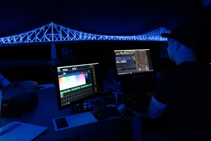 Press kit | 1089-02 - Press release | Illumination du pont Jacques-Cartier | Le pont le plus connecté au monde - Moment Factory - Design multimédia - Illumination interactive du pont Jacques-Cartier_En coulisses - Photo credit: Moment Factory