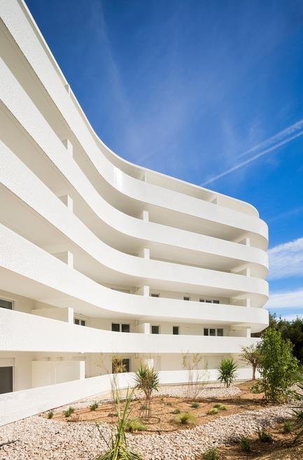 Press kit | 1151-04 - Press release | La Barquière - Pietri Architectes - Residential Architecture - Photo credit: Mathieu Ducros