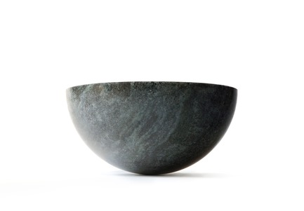 "Dossier de presse | 990-05 - Communiqué de presse | Out with Marble: KAYIWA Proves That Granite Has Always Been ""In"" - KAYIWA - Produit - ITTOLI Bowl - Silver Green  - Crédit photo : KAYIWA"
