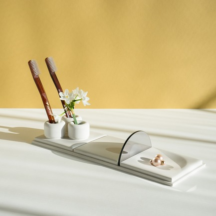 Dossier de presse | 2757-02 - Communiqué de presse | UMÉ Studio Launches Debut Collection of Objects for Everyday Living - UMÉ Studio - Produit - Salle de Bain Tray - S - Crédit photo : UMÉ Studio