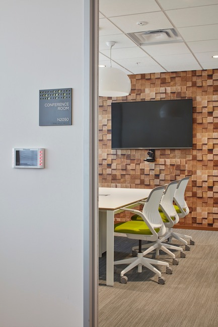 Press kit | 2757-03 - Press release | HGA San Francisco Unveils RealPage Headquarters - HGASan Francisco - Commercial Architecture - Private conference rooms offer amenities for video conferencing. - Photo credit: Benny Chan Photography