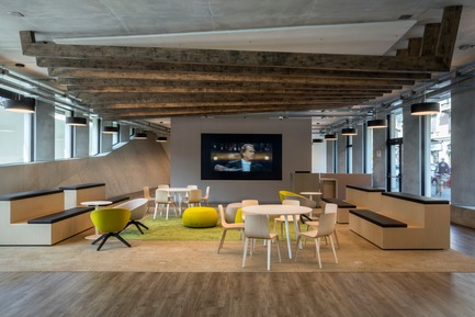 Dossier de presse | 3031-01 - Communiqué de presse | Microsoft House - DEGW/Lombardini22 - Commercial Architecture - Multipurpose Area - Crédit photo : Dario Tettamanzi