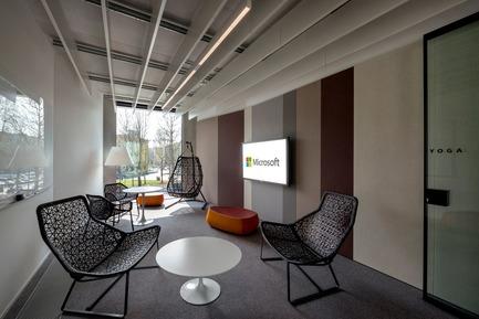 Dossier de presse | 3031-01 - Communiqué de presse | Microsoft House - DEGW/Lombardini22 - Commercial Architecture - Informal Meeting  - Crédit photo : Dario Tettamanzi