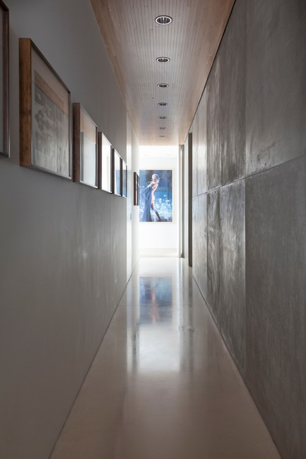 Press kit | 3039-01 - Press release | AQHApartment - Coletivo Arquitetos - Residential Interior Design - Corridor  - Photo credit: RuiTeixeira