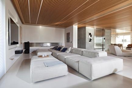 Press kit | 3039-01 - Press release | AQHApartment - Coletivo Arquitetos - Residential Interior Design - Home Theather - Photo credit: RuiTeixeira