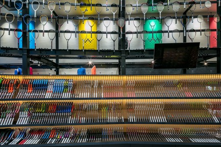 Press kit | 3003-01 - Press release | WADA Sports, Flagship Store - Matsuya Art Works / KTX archiLAB - Commercial Interior Design - The original racket display furniture<br> - Photo credit: Stirling Elmendorf