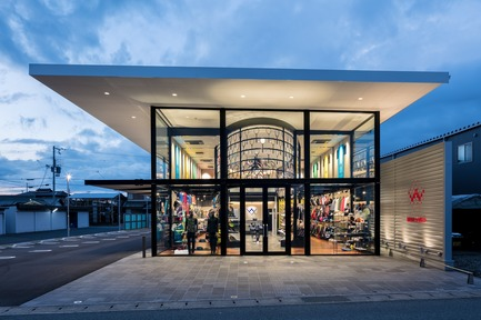 Press kit | 3003-01 - Press release | WADA Sports, Flagship Store - Matsuya Art Works / KTX archiLAB - Commercial Interior Design - Main Facade<br> - Photo credit: Stirling Elmendorf<br>