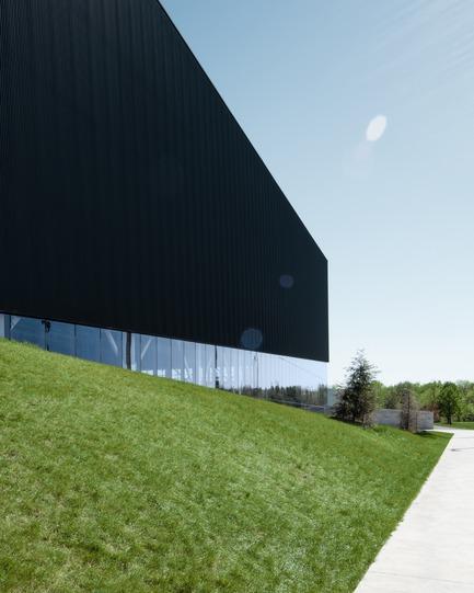 Press kit | 2206-02 - Press release | Complexe sportif Saint-Laurent - Saucier + Perrotte Architectes/HCMA - Institutional Architecture - Path - Photo credit: Olivier Blouin