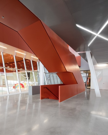 "Press kit | 2206-02 - Press release | ""Complexe sportif Saint-Laurent"" - Saucier + Perrotte Architectes/HCMA - Institutional Architecture -  Main entrance lobby - Photo credit: Olivier Blouin"
