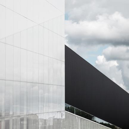 Dossier de presse | 2206-02 - Communiqué de presse | Complexe sportif Saint-Laurent - Saucier + Perrotte Architectes/HCMA - Architecture institutionnelle - Nuages - Crédit photo : Olivier Blouin