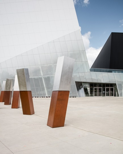 Press kit | 2206-02 - Press release | Complexe sportif Saint-Laurent - Saucier + Perrotte Architectes/HCMA - Institutional Architecture -  Main entrance - Photo credit: Olivier Blouin<br>