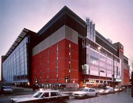 Press kit | 865-29 - Press release | A Tribute to Lemay's Visionary Founding Architect - Lemay - Commercial Architecture - Bell Centre - Lemay in consortium with LeMoyne, Lapointe, Magne, Architectes -Montréal,Québec, Canada, 1996 - Photo credit: Lemay