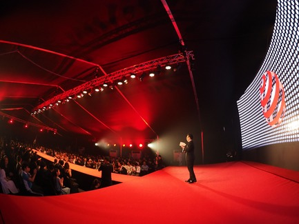 Press kit | 2188-02 - Press release | Red Dot Award: Design Concept 2017 Results - Red Dot Award - Industrial Design - Asia President for Red Dot Mr Ken Koo addressing the 2017 winners - Photo credit:  Red Dot Award: Design Concept