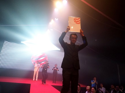 Press kit | 2188-02 - Press release | Red Dot Award: Design Concept 2017 Results - Red Dot Award - Industrial Design - Beijing Onemile Technology receiving the Red Dot: Luminary 2017 - Photo credit: Red Dot Award: Design Concept