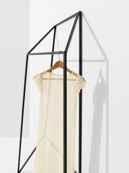 Press kit | 1048-03 - Press release | +tongtong launches the Les Ailes Noires clothing rack collection inspired by line drawings - +tongtong - Product - Photo credit: Colin Faulkner Photography