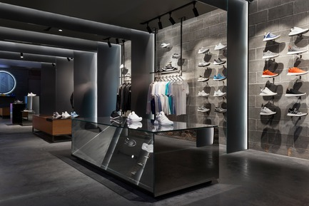 Press kit | 1303-02 - Press release | adidas x CNCPTS, The Sanctuary - Sid Lee and Sid Lee Architecture, in collaboration with adidas US & Concepts - Commercial Interior Design - adidas x CNCPTS, The Sanctuary, minimalist look - Photo credit: Maxime Brouillet