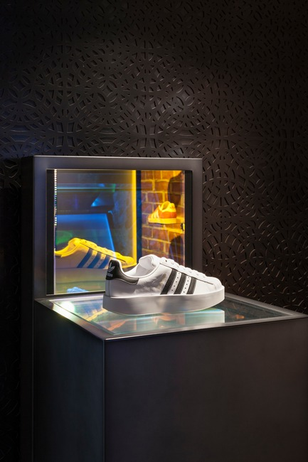 Press kit | 1303-02 - Press release | adidas x CNCPTS, The Sanctuary - Sid Lee and Sid Lee Architecture, in collaboration with adidas US & Concepts - Commercial Interior Design - adidas x CNCPTS, The Sanctuary, reflective effects - Photo credit: Maxime Brouillet