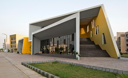 Press kit | 1432-03 - Press release | The Street - Sanjay Puri Architects - Institutional Architecture -  Front Cafeteria and Gymnasium View   - Photo credit: Dinesh Mehta
