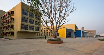 Press kit | 1432-03 - Press release | The Street - Sanjay Puri Architects - Institutional Architecture - North East Side View - Photo credit: Dinesh Mehta