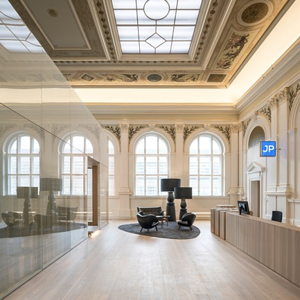 Dossier de presse | 2274-02 - Communiqué de presse | Telegraf 7 - BEHF Architects - Commercial Architecture -    Historical hall with reception  <br><br>   - Crédit photo : Hertha Hurnaus