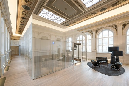Dossier de presse | 2274-02 - Communiqué de presse | Telegraf 7 - BEHF Architects - Commercial Architecture -    Historical hall and meeting room<br><br>   - Crédit photo : Hertha Hurnaus
