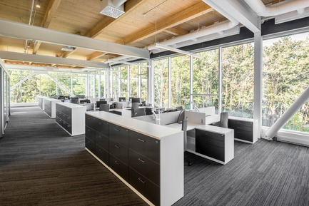 Dossier de presse | 865-30 - Communiqué de presse | Lemay Wins 2017 American Architecture Prize for Design of Pomerleau Offices - Lemay - Architecture commerciale - Bureaux de Pomerleau - Espace de travail - Crédit photo : Jonathan Robert