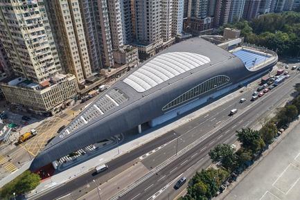 Dossier de presse | 1474-01 - Communiqué de presse | Hong Kong's Kennedy Town Swimming Pool - Farrells - Commercial Architecture - A bird's eye view of the Kennedy Town Swimming Pool in Hong Kong, completed in 2017 - Crédit photo : Farrells