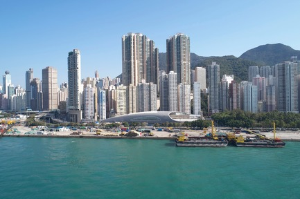 Dossier de presse | 1474-01 - Communiqué de presse | Hong Kong's Kennedy Town Swimming Pool - Farrells - Commercial Architecture -  Kennedy Town Swimming Pool viewed from Hong Kong's famed Victoria Harbour  - Crédit photo : Farrells