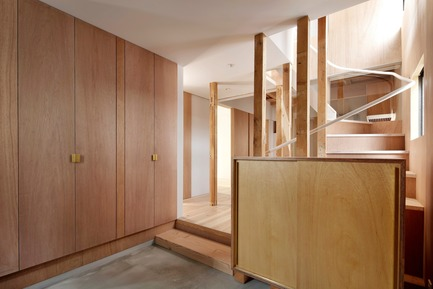Press kit | 3116-01 - Press release | House for Four Generations - tomomi kito architect & associates - Residential Interior Design - Entrance - Photo credit: satoshi shigeta