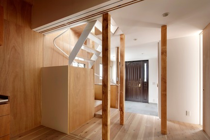 Press kit | 3116-01 - Press release | House for Four Generations - tomomi kito architect & associates - Residential Interior Design - Staircase - Photo credit: satoshi shigeta