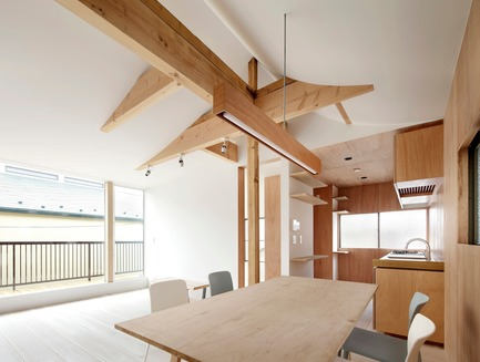 Press kit | 3116-01 - Press release | House for Four Generations - tomomi kito architect & associates - Residential Interior Design - 2F common space - Photo credit: satoshi shigeta