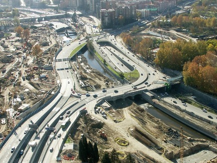 Dossier de presse | 3076-01 - Communiqué de presse | Madrid Rio. Une nouvelle écologie urbaine - Burgos & Garrido; Porras La Casta; Rubio & A-Sala et West 8 [Ginés Garrido, directeur du projet] - Architecture de paysage - Durantlestravaux - Crédit photo : Auteurs du projet