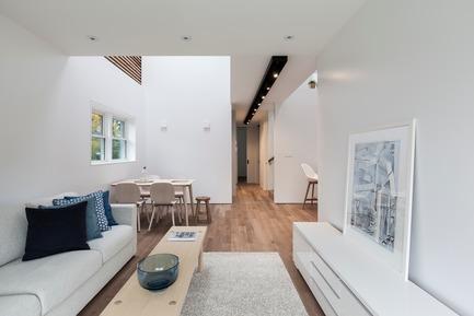Dossier de presse | 3057-01 - Communiqué de presse | Flipped House - Atelier RZLBD - Residential Architecture - Flipped House, Living / dining - Crédit photo : Borxu