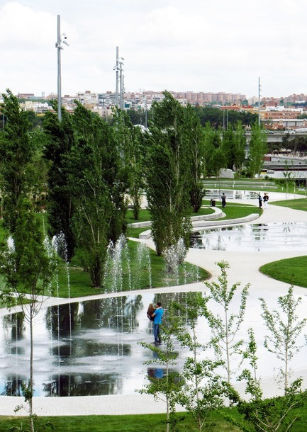 Press kit | 3076-01 - Press release | Madrid Rio. A New Urban Ecology - Burgos & Garrido; Porras La Casta; Rubio & A-Sala; West 8[Ginés Garrido, team director] - Landscape Architecture - Urban beach - Photo credit:  Courtesy of the authors of the project